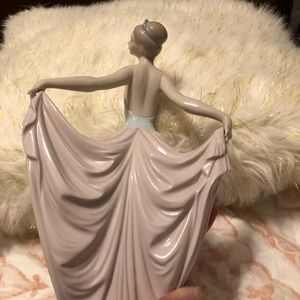 LLADRO BALLERINA HOLDING DRESS